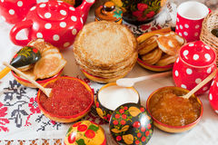 Pannekoek tijdens Shrovetide Royalty-vrije Stock Foto