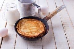 Pannekoeken en ingrediënten voor het Stock Fotografie