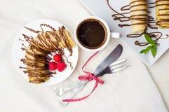 Pannekoeken met aardbei en chocolade Stock Afbeeldingen