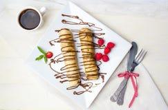 Pannekoeken met aardbei en chocolade Royalty-vrije Stock Afbeelding