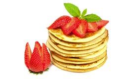 Pannekoeken met aardbeien Stock Foto's