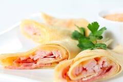 Pannekoeken met bacon en kaas Stock Fotografie