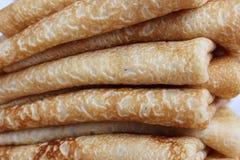 Pannekoeken met boter op een plaat, als symbool van oud Slavisch c Stock Afbeeldingen