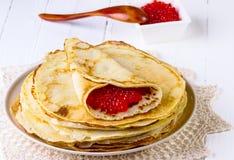 Pannekoeken met rode kaviaar Royalty-vrije Stock Fotografie