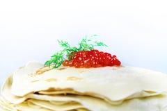 Pannekoeken met rode kaviaar Royalty-vrije Stock Foto