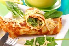Pannekoeken met spinazie Stock Foto's