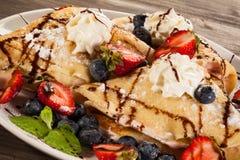 Pannekoeken met vruchten Stock Foto