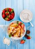 Pannekoeken met vruchten Stock Afbeeldingen