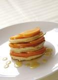 Pannekoeken met vruchten en honing Stock Afbeelding