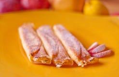 Pannekoeken met witte kaas en appelen Royalty-vrije Stock Fotografie