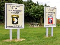 Pannelli commemorativi per le divisioni aerotrasportate in Sainte mero Eglis fotografia stock