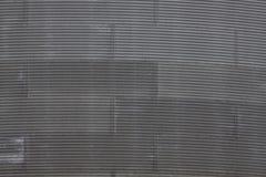 Pannelli del ferro ondulato sul grande contenitore rotondo Immagini Stock