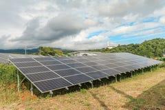 Pannelli di energia solare, moduli fotovoltaici fotografie stock libere da diritti