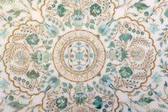 Pannelli di marmo scolpiti frammento con i modelli floreali Immagini Stock