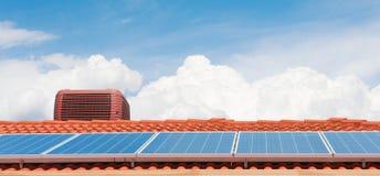 Pannelli solari fotografia stock libera da diritti