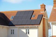 Pannelli solari del tetto Fotografie Stock Libere da Diritti