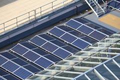 Pannelli solari del tetto Immagini Stock