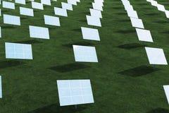 pannelli solari dell'illustrazione 3D con le nuvole Energia ed elettricità Energia alternativa, eco o generatori verdi potenza Immagine Stock