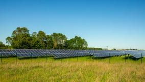 Pannelli solari di energia di verde del parco Fotografia Stock