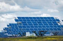 Pannelli solari - energia rinnovabile pulita verde immagine stock libera da diritti