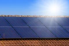 Pannelli solari sul tetto Fotografia Stock
