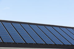 Pannelli solari sulle case della famiglia Immagine Stock Libera da Diritti