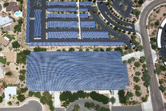 Pannelli solari sulle strutture di parcheggio Fotografia Stock Libera da Diritti