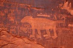 Pannello del petroglifo lungo la strada della potassa immagine stock