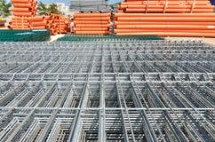 Pannello della rete metallica della costruzione al magazzino Immagini Stock