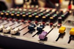 Pannello di controllo del tecnico del suono, audio comandi Fotografia Stock Libera da Diritti