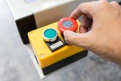 Pannello di controllo della macchina per l'inizio e la fermata che lavorano nella fabbrica di industria Interruttore di accension fotografie stock libere da diritti
