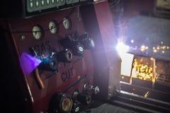 Pannello di controllo della saldatura ad una fabbrica industriale Fine in su fotografia stock libera da diritti