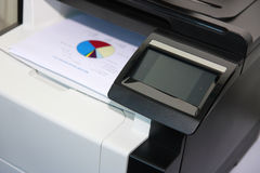 Pannello di controllo dello schermo attivabile al tatto della stampante moderna Fotografia Stock Libera da Diritti
