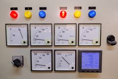 Pannello di controllo elettrico in fabbrica fotografie stock