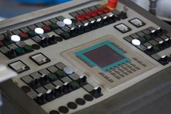 Pannello di controllo industriale moderno con i bottoni Immagini Stock