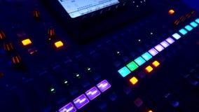 Pannello di controllo di musica del primo piano per gli effetti sonori mescolantesi professionali che seguono colpo archivi video