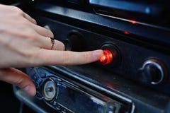 Pannello di controllo nero in un'automobile russa immagini stock