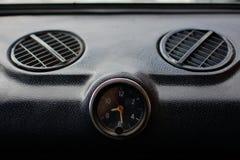 Pannello di controllo nero in un'automobile russa immagine stock