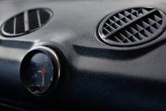 Pannello di controllo nero in un'automobile russa fotografie stock