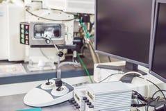 Pannello di controllo di un microscopio elettronico a scansione di esame Immagini Stock Libere da Diritti
