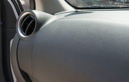 pannello di griglia del condizionatore d'aria dell'automobile sulla console Immagine Stock