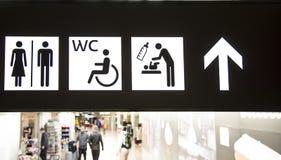 Pannello di navigazione in un edificio pubblico WC e concetto della toilette fotografie stock