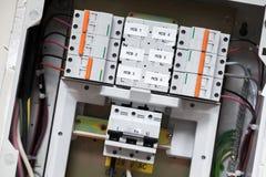 Pannello elettrico con gli interruttori automatici immagini stock libere da diritti