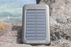 Pannello solare - energia sulla spiaggia Fotografie Stock Libere da Diritti
