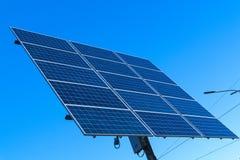 Pannello solare, fonte alternativa di elettricità - concetto delle risorse sostenibili immagine stock libera da diritti
