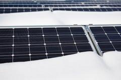 Pannello solare innevato Fotografia Stock