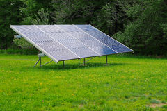 Pannello solare nell'iarda Fotografia Stock Libera da Diritti