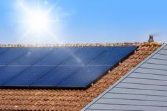Pannello solare su un tetto Fotografia Stock