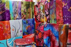 Panni del batik su visualizzazione Fotografie Stock