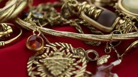 Panning door juwelen Een vele luxetoebehoren stock videobeelden
